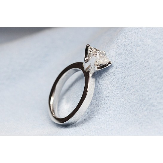18K Square Shank Solitaire Novo Prongs Engagement Ring