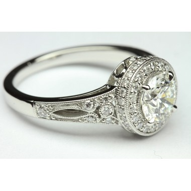 Exquisite Millgrain Diamond Halo Etching Engagement Ring
